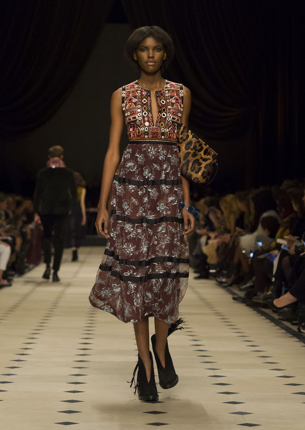 Burberry Womenswear Autumn_Winter 2015 Collection - Look 44