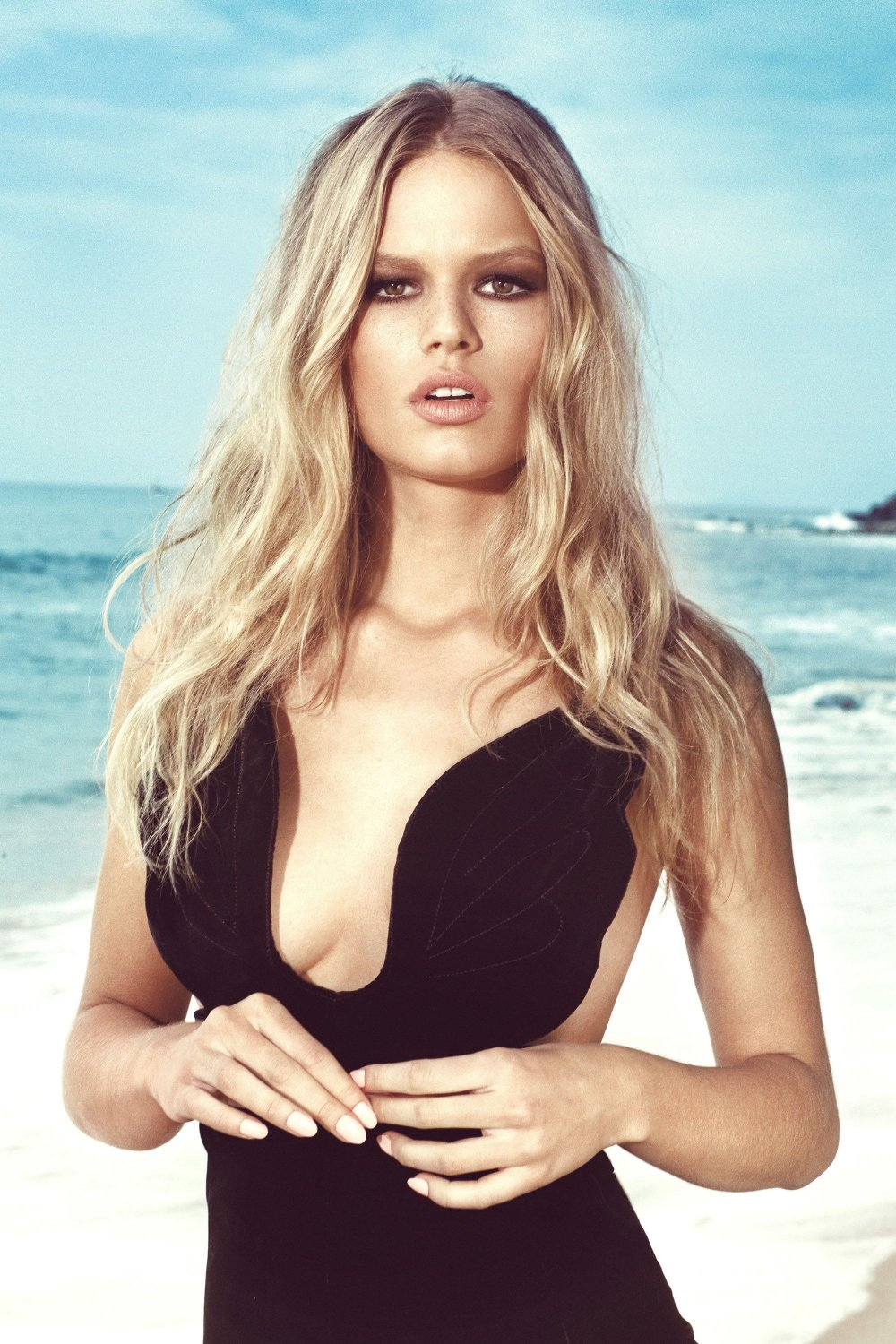 anna-ewers-for-us-harpers-bazaar-may-2015-3
