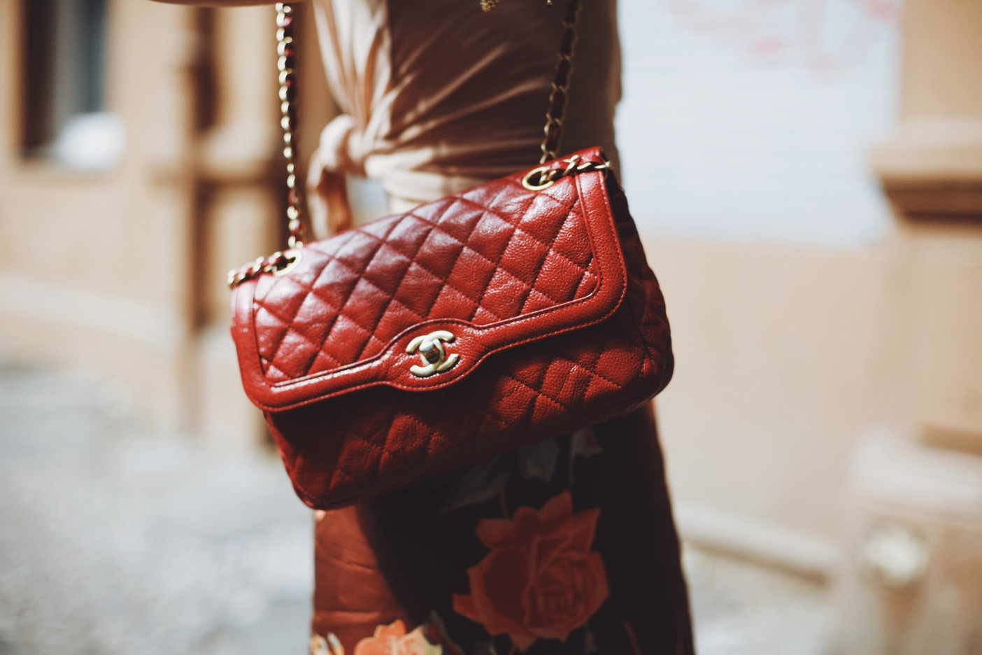 this is jane wayne red chanel bag