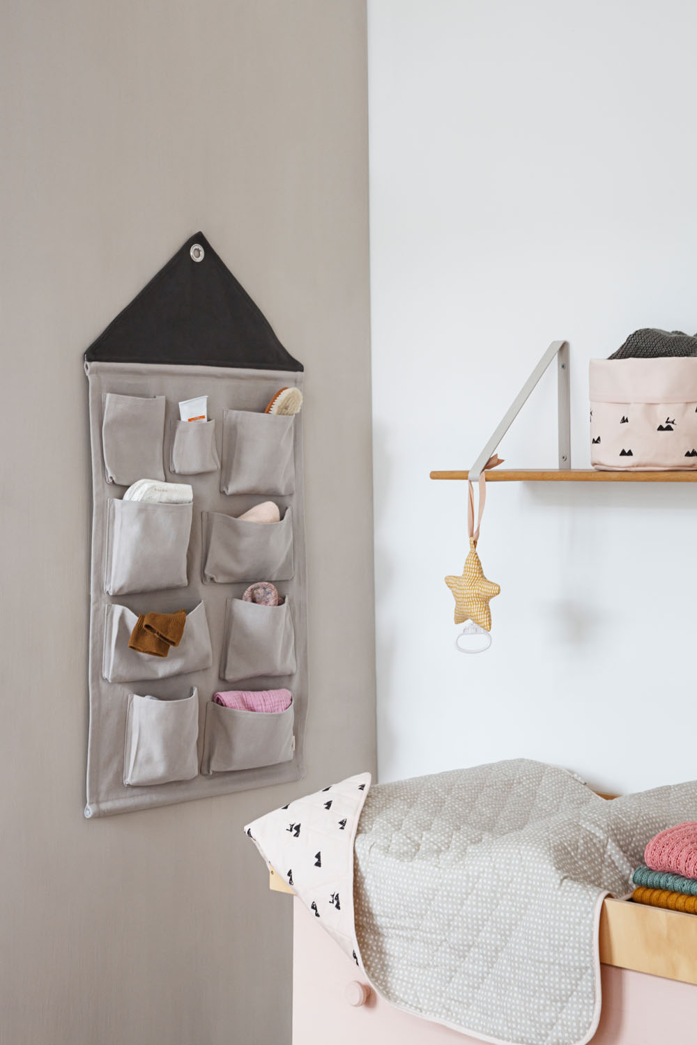 interior der ferm living kids katalog f r den winter. Black Bedroom Furniture Sets. Home Design Ideas