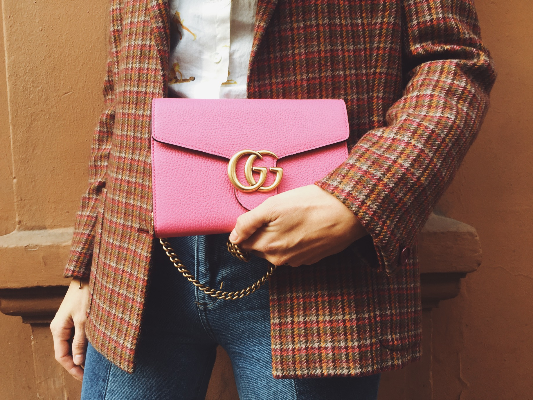 gucci pink wallet on chains